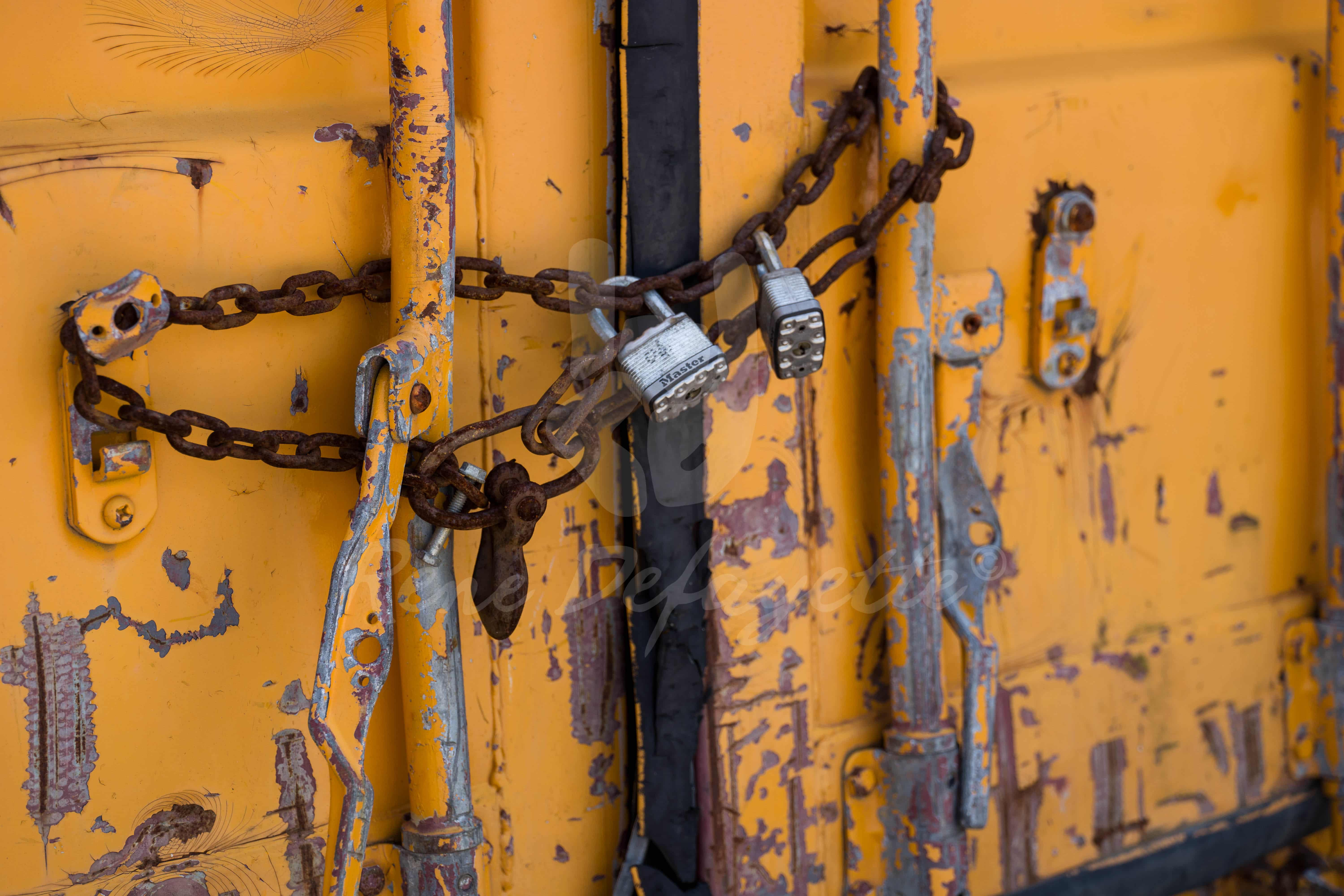 Photo London Ontario Shipping Container Yellow Streetphotography T1 1000308