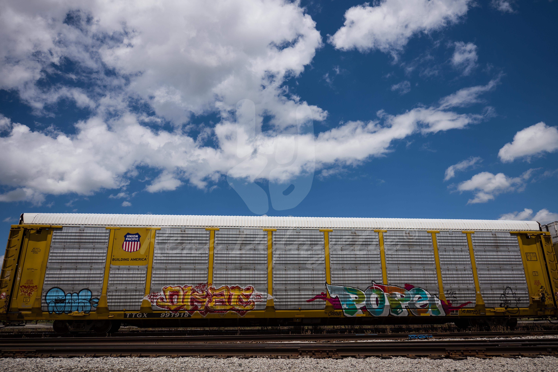 Photo London Ontario Train Car Graffiti Clouds Blue Sky Streetphotography T2 1000174